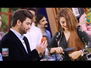 "Faysal Qureshi ,Benita David, Ramiz Siddiqui & Ali Gul playing ""Jadooi Sandook"""